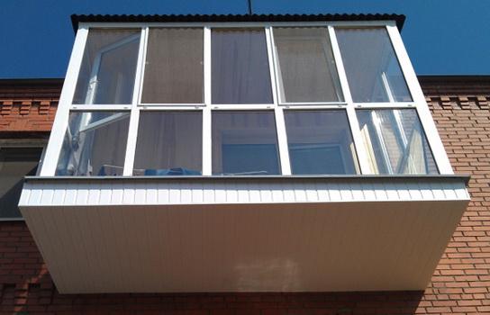 Преимущества пластиковых окон для балконов и лоджий